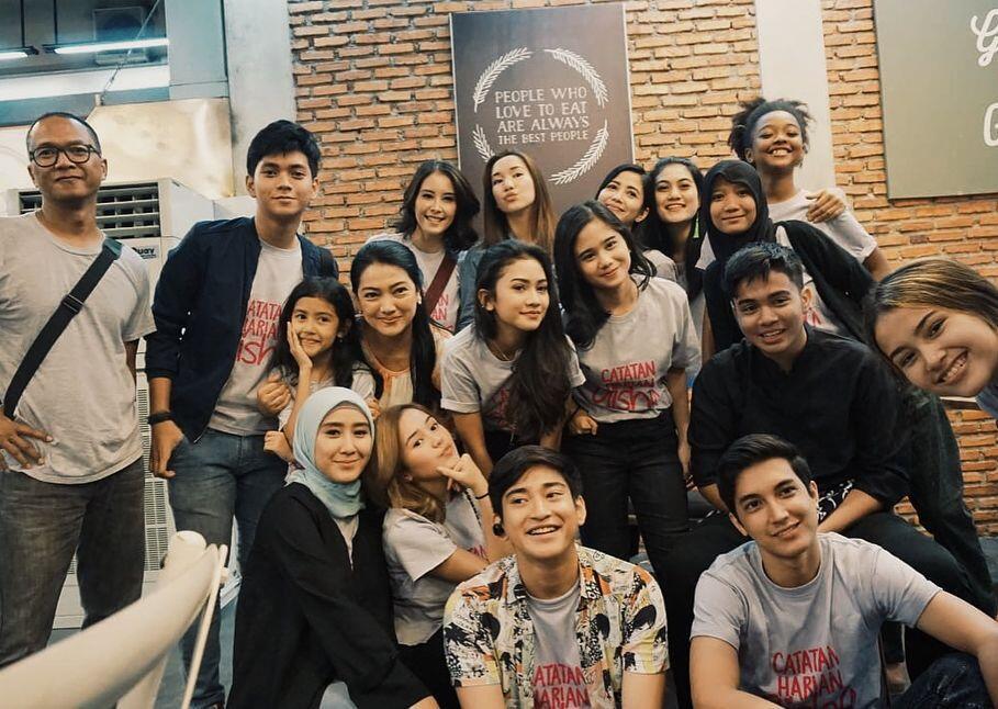 Bikin Kangen, 10 Foto Buka Bersama Para Pemain Catatan Harian Aisha