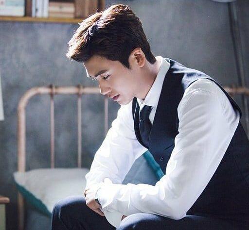 """10 Potret Gagah Park Hyung Sik di Drama """"Suits"""" Bikin Hati Luber!"""