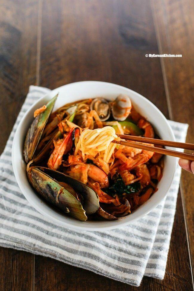 Coba Buat Jjampong Yuk, Mie Seafood Pedas Khas Korea Selatan