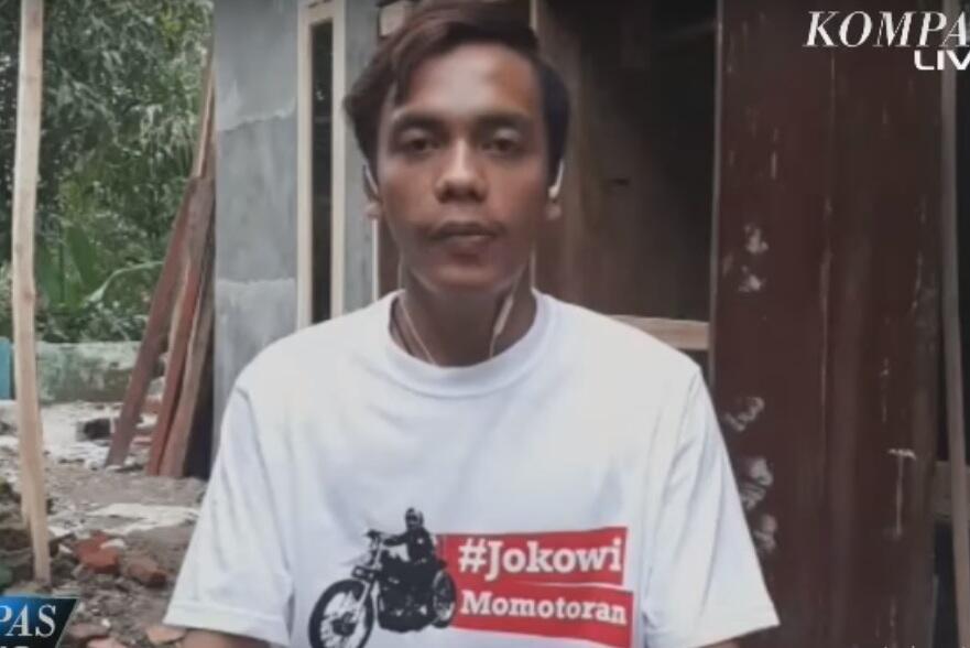 Berani Colek Jokowi Sambil Telanjang Dada & Nyeker, Bona Diundang ke Istana