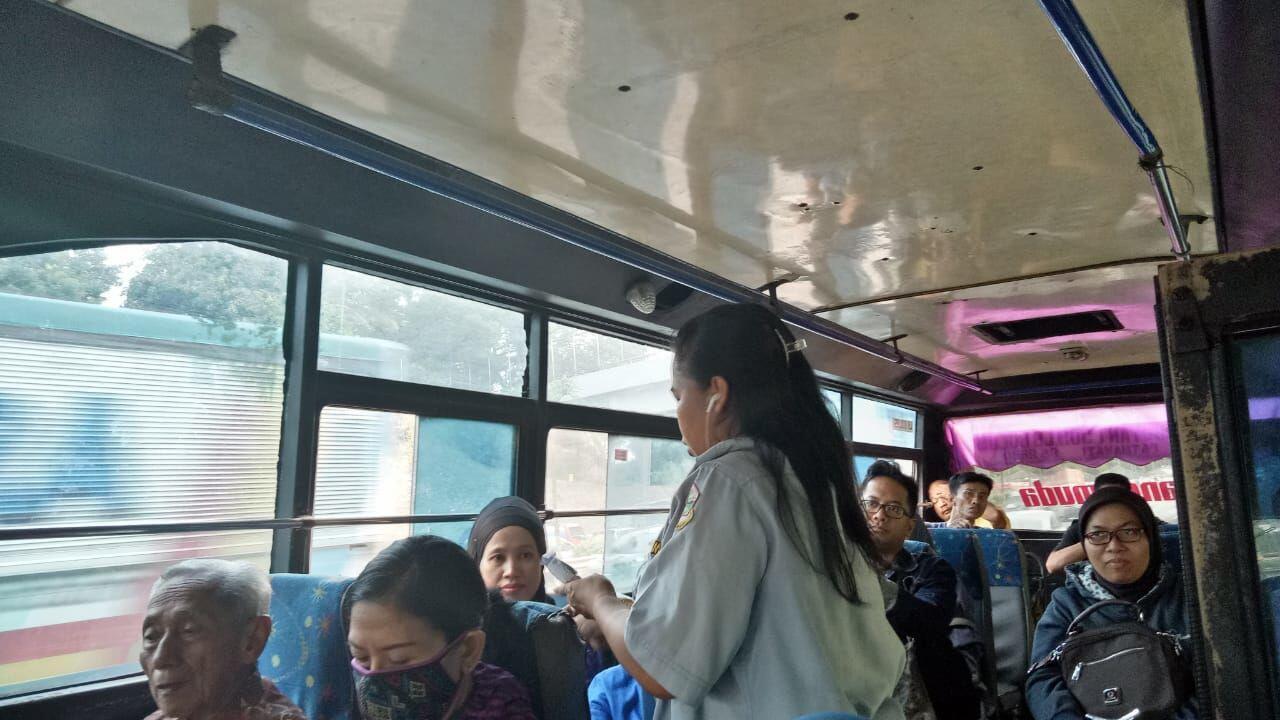 Jadi Sopir Bus Perempuan, Begini Kisah Unik Yuliana