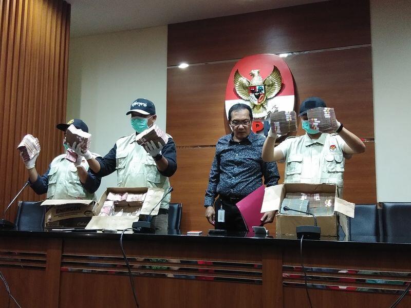Bupati Tulunagung dan Walikota Blitar Kabur Saat Hendak Ditangkap KPK