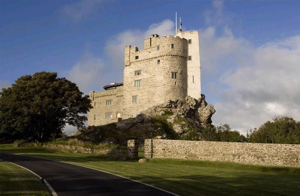 Paling Megah di Dunia, 5 Kastil Kuno Ini Bisa Jadi Tempat Menginap Lho