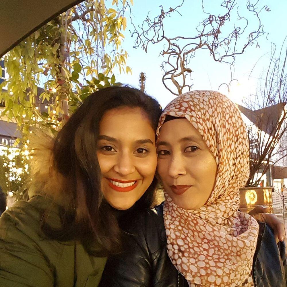10 Potret Manis Fatina, Adik Abdul Idol yang Seorang Pramugari