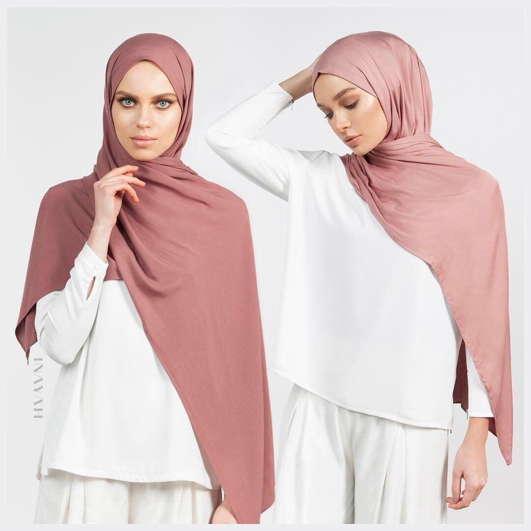 Beda Bahan, Ketahui Waktu yang Tepat Memakai 8 Hijab Ini