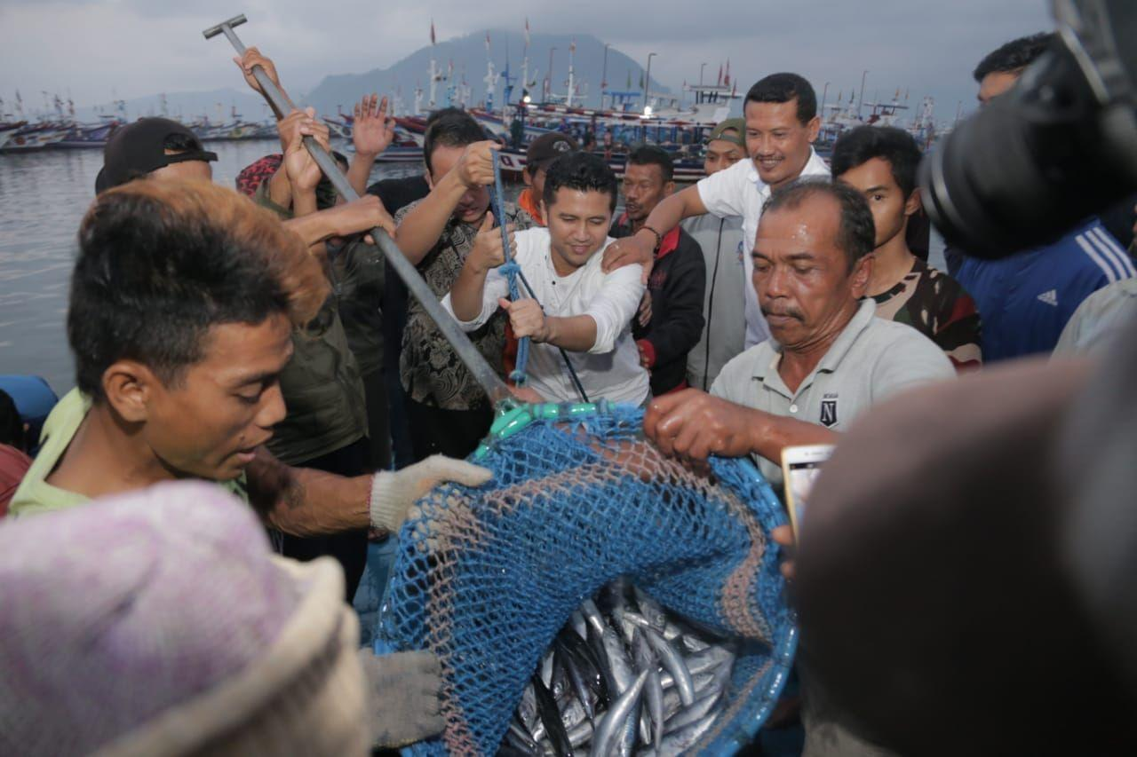 Emil Janjikan Jaminan Kecelakaan pada Nelayan Trenggalek