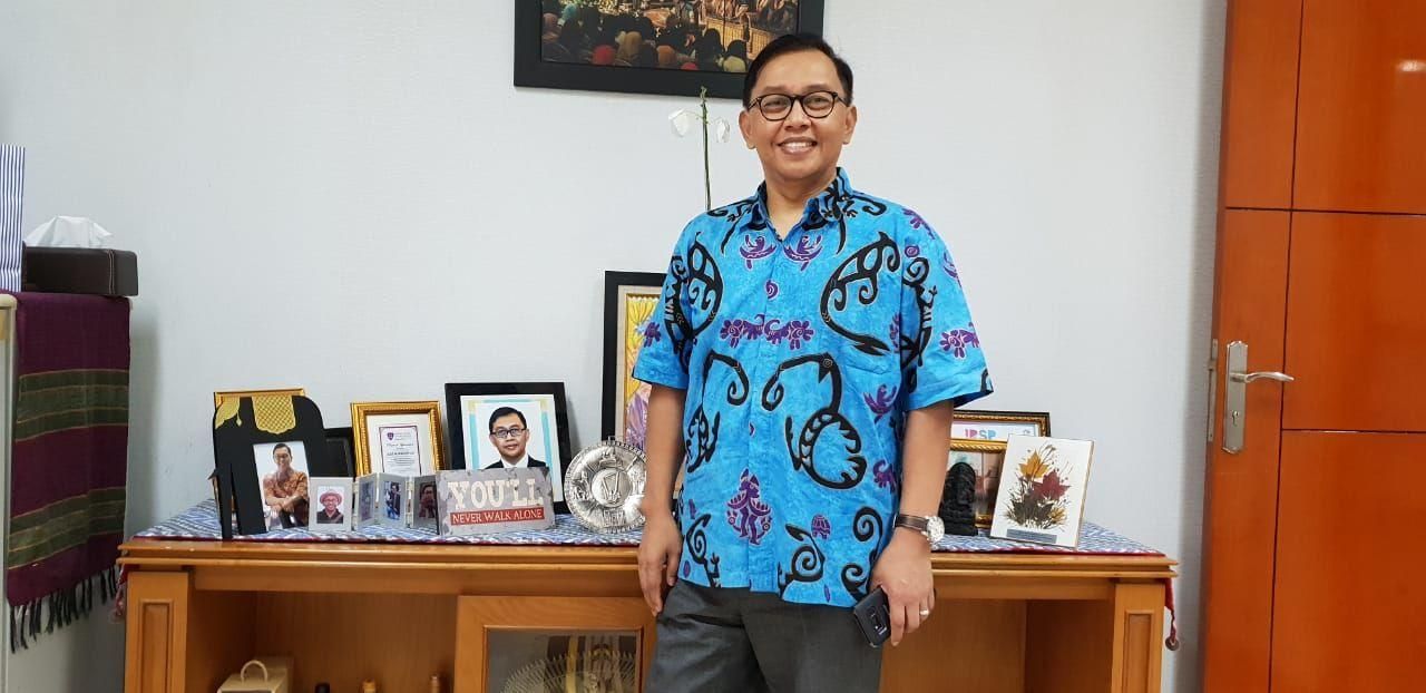 Jurus Kue Dadar Gulung Ala Diplomat Azis Nurwahyudi