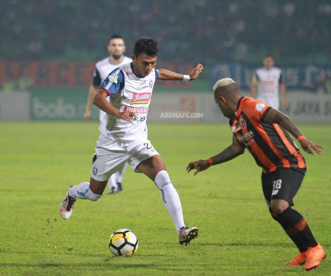 Gol Penalti Antar Arema FC Keluar dari Zona Degradasi