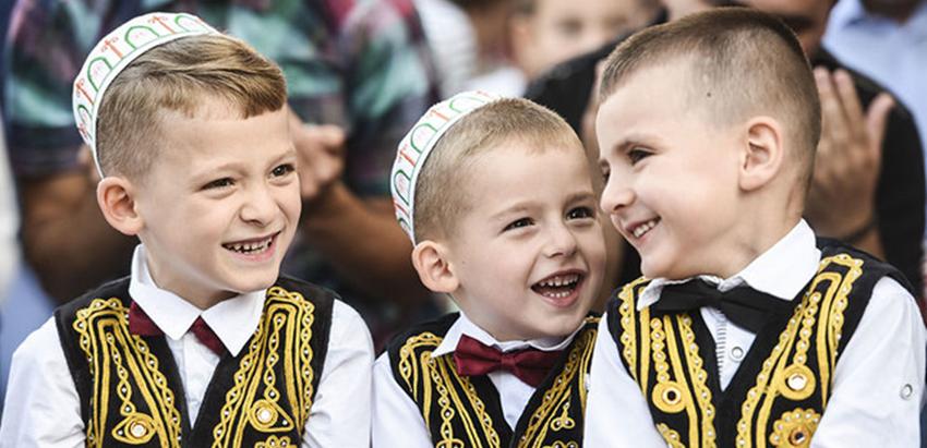 Ini 7 Tradisi Unik Perayaan Idul Fitri di Berbagai Negara, Seru Semua!