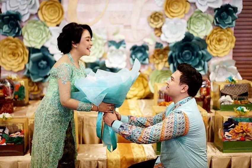 Segera Menikah, Intip 10 Kemesraan Chikita Meidy dan Tunangannya