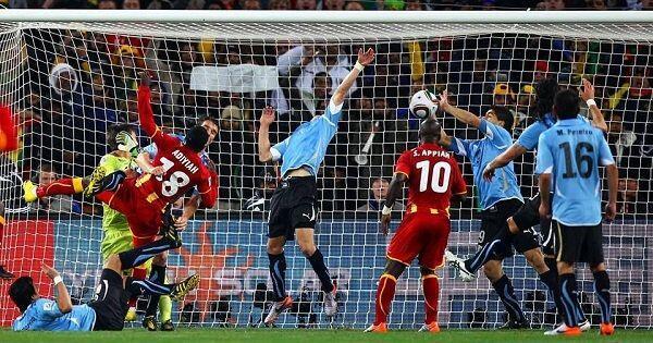 Kisah Luis Suarez yang Pernah Memakai 'Tangan Tuhan' di Piala Dunia