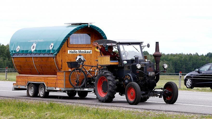 Kisah Kakek 70 Tahun Naik Traktor ke Rusia demi Piala Dunia