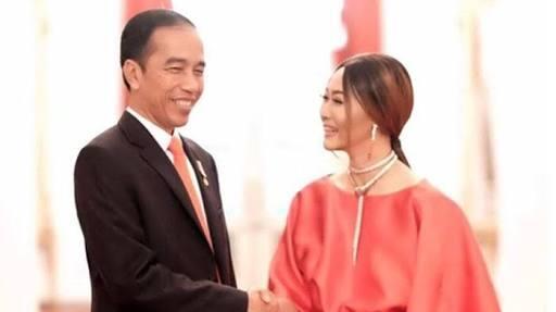Bahagianya Inul Daratista Dapat Kartu Ucapan Dari Pak Jokowi