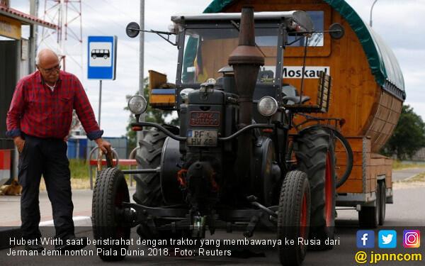 Kakek Naik Traktor ke Rusia Demi Nonton Piala Dunia 2018