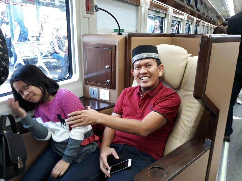 Kisah Pengusaha Madura Boyong 7 Anggota Keluarga Naik Kereta Sleeper