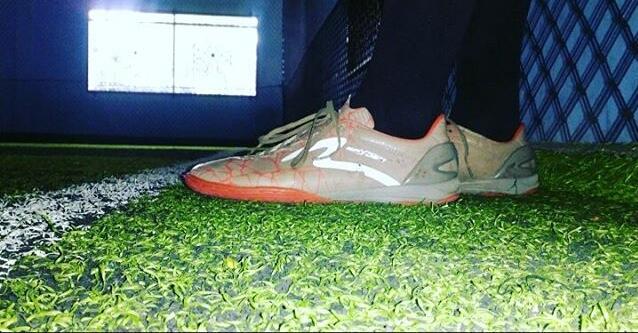 aku dan koleksiku : Sepatu futsal andalanku