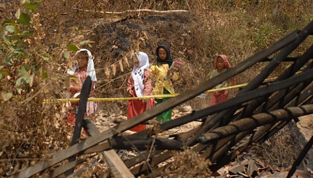 Jenazah Pengungsi Syiah dari Sampang Ditolak Penduduk Kampungnya