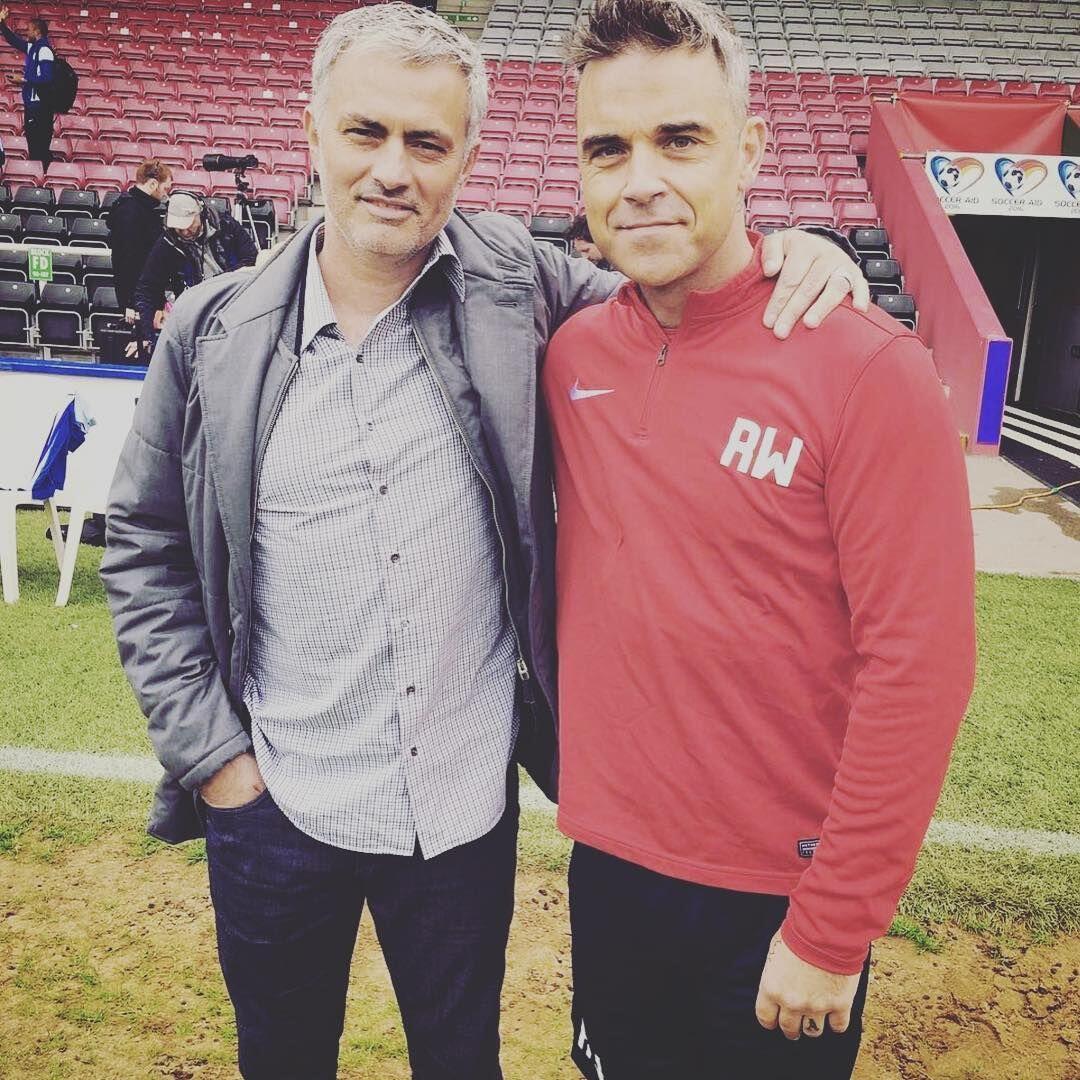Artis Pembuka Piala Dunia 2018, Ini 10 Potret Karier Robbie Williams
