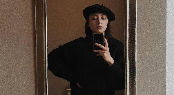Suka Outfit Hitam? Contek Gaya Lolita Agustine yang Simple Tapi Kece