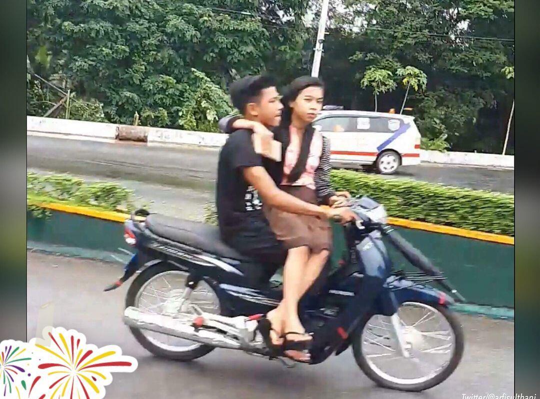 "Sepasang Sejoli Mesra, Netizen : ""Emang Lagi Manja Lagi Pengen Dimanja"""