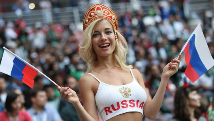 Suporter Cantik Rusia di Piala Dunia 2018 Ini Ternyata Bintang Porno