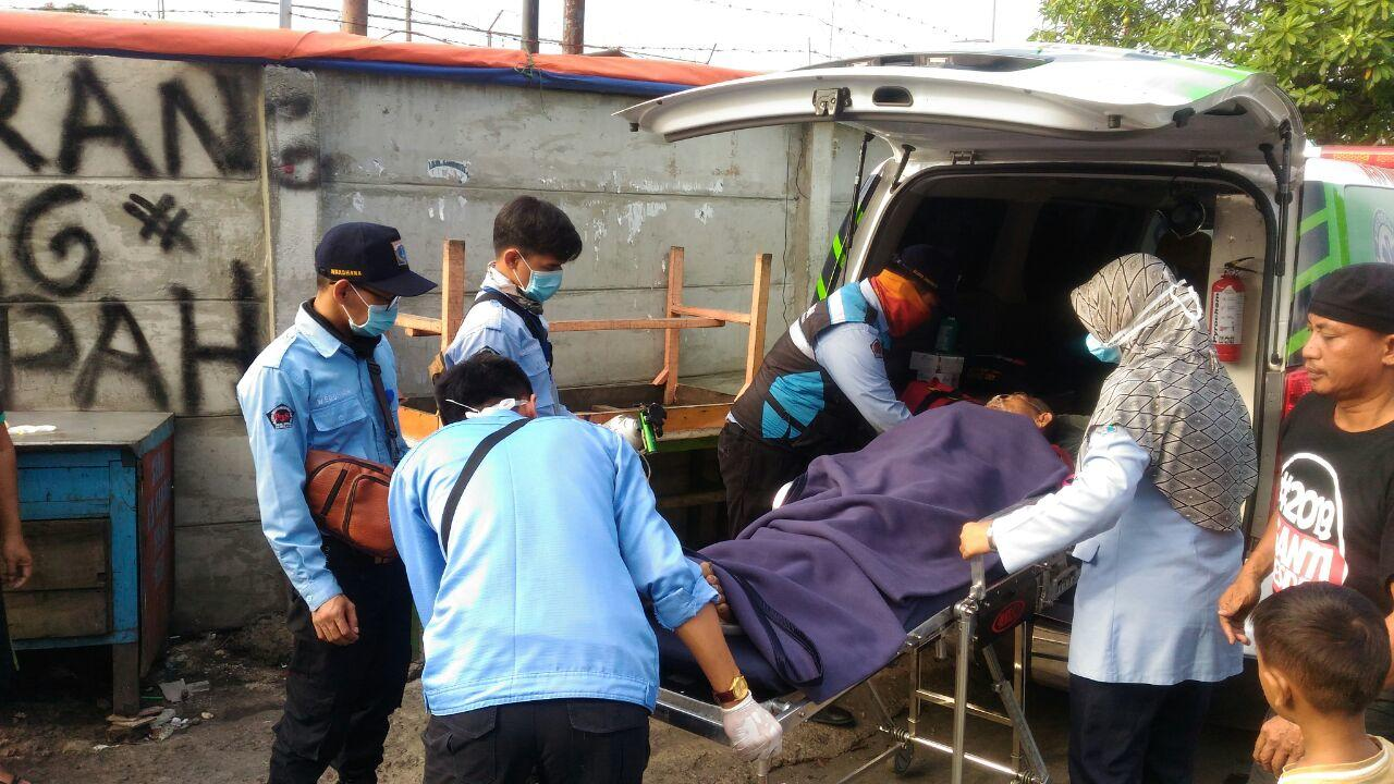 Sakit dan Tak Punya Keluarga, Lansia Ini Diselamatkan dari Kolong Tol