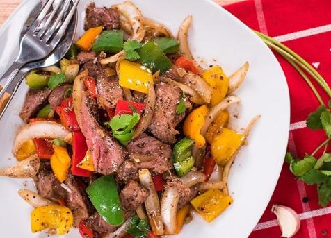 Ini 7 Menu Makan Malam Tinggi Protein untuk Pesepak Bola