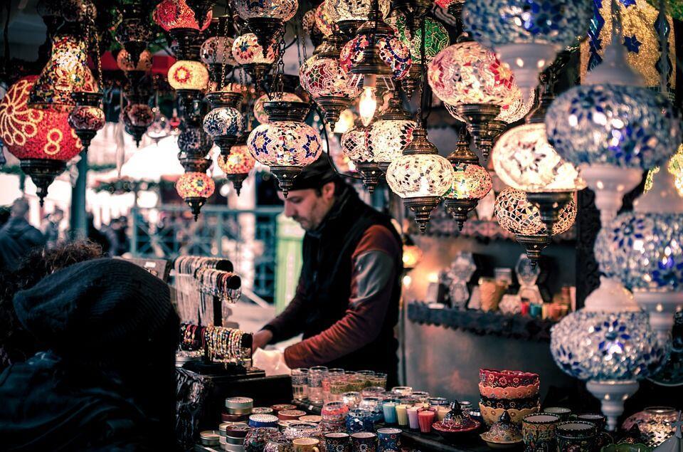 6 Trik Sukses Bisnis Jasa Titip, buat Kamu yang Doyan Belanja