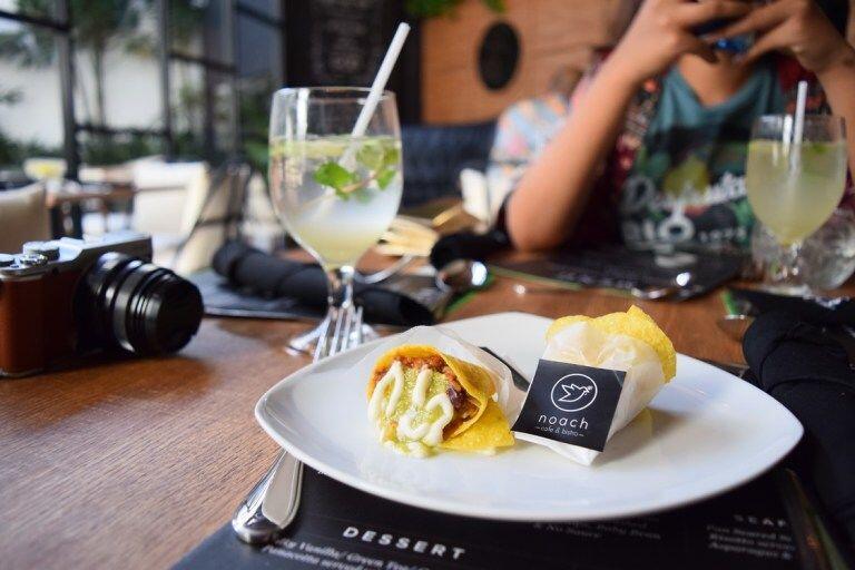 10 Kafe Kece di Surabaya yang Bikin Nongkrong Makin Seru