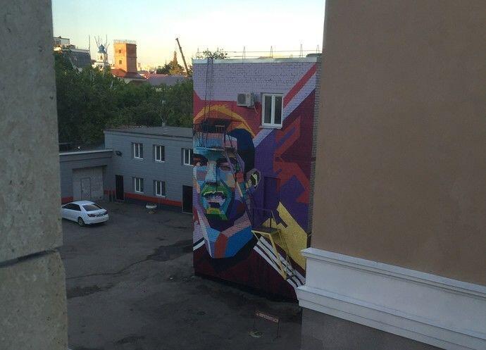 Menginap Di Kazan, Messi Disuguhi Pemandangan Mural Raksasa Ronaldo