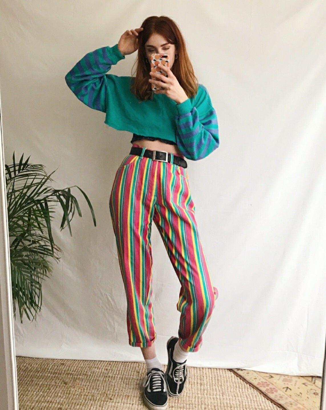 10 Ide Padu Padan Colorful Outfit untuk Gaya Casual nan Atraktif