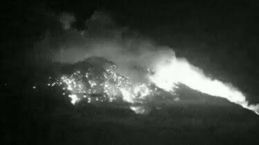 Gunung Agung Meletus dan Berdentum Keras