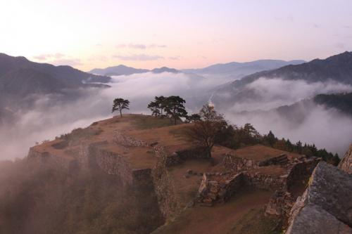 Takeda Castle Dan Cerita Tentang Kastil Di Balik Awan