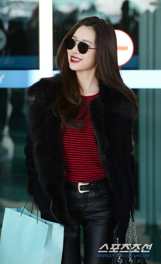 Chic Hingga Swag, Intip 9 Potret Kerennya Airport Fashion ala Sunmi