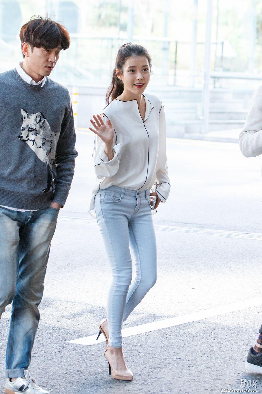 Tampil Trendy dengan 11 Ide Mix And Match Jeans ala IU