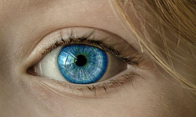 Girls, 5 Aturan Ini Harus Diperhatikan Saat Pakai Soft Lens!