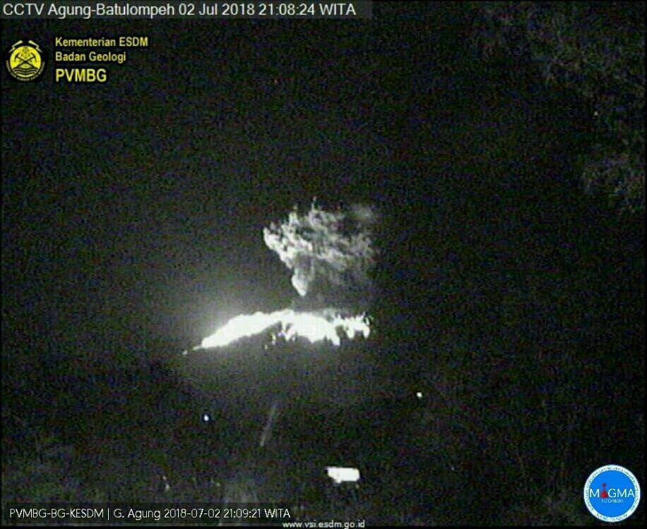 Gunung Agung Erupsi, Lava Membakar Hutan di Sekitarnya