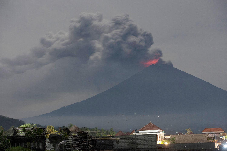 Gunung Agung Kembali Erupsi, Bandara Bali Berjalan Normal