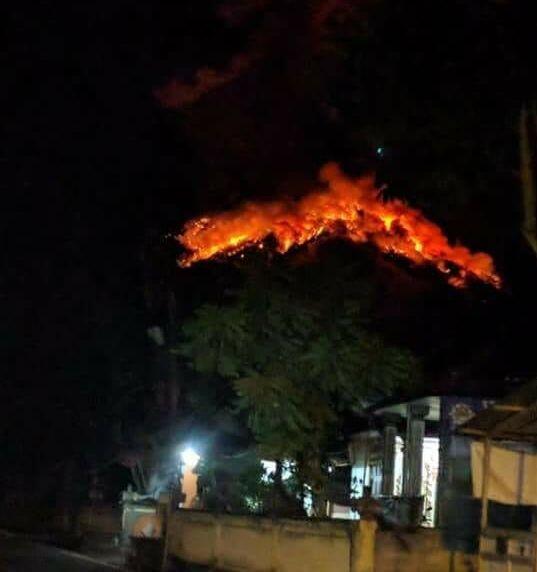 VIDEO: Detik-Detik Gunung Agung Erupsi dan Keluarkan Lava Pijar