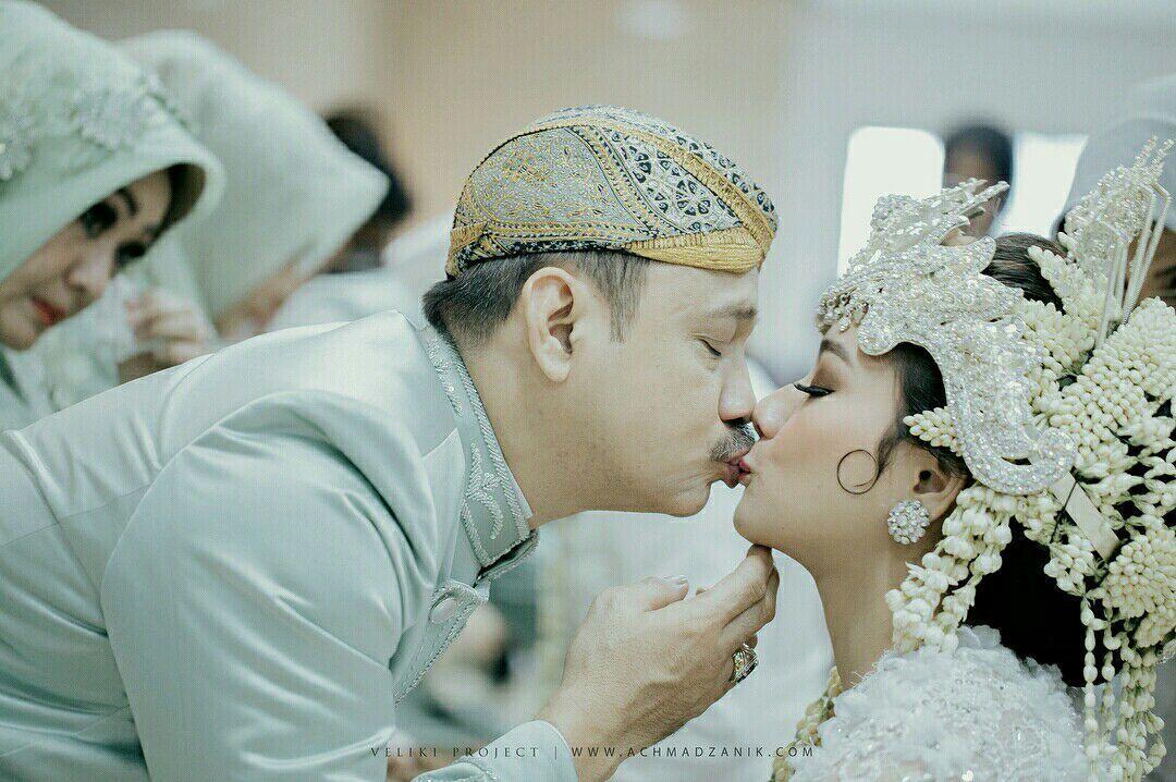 11 Potret Sakralnya Acara Pernikahan Rizky Alatas & Adzana Bing Slamet