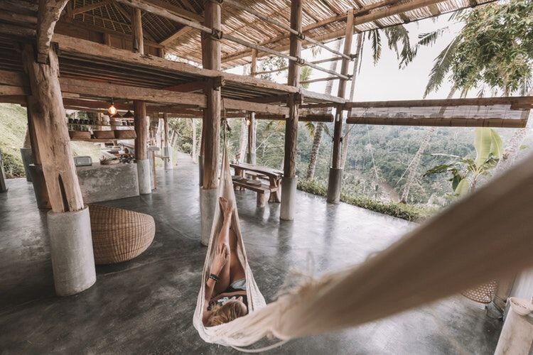 6 Tips Agar Tetap Kompak Saat Liburan Bersama Partner Traveling