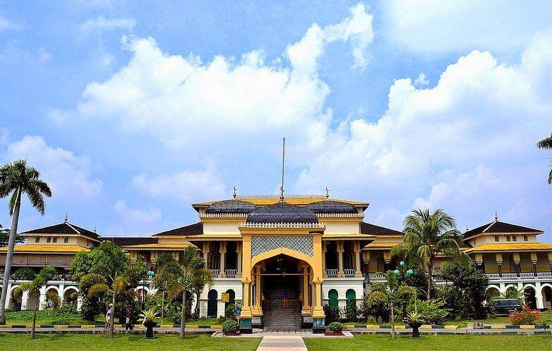 10 Pesona Keindahan Tempat Tinggal Para Raja di Indonesia