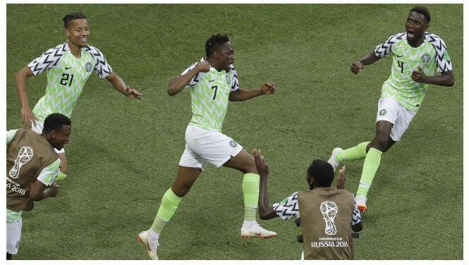 Punya Jiwa Sosial Tinggi, Bintang Nigeria Bagi-Bagi Beras