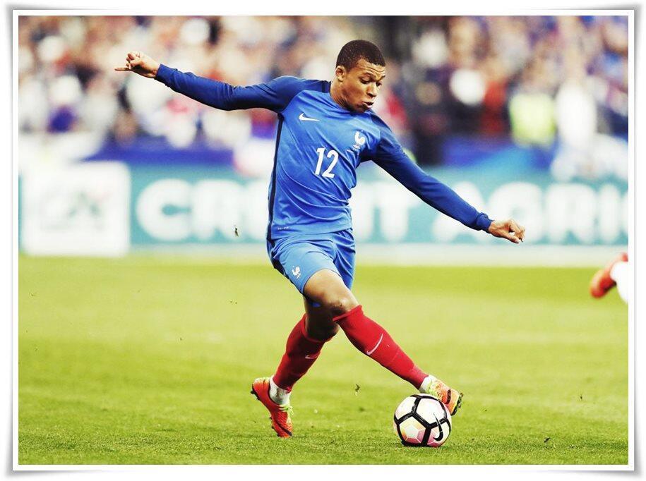 Apa Yang Dilakukan Pemain Sepak Bola Muda Ini Wajib Dicontoh