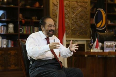 Jokowi di Mata Surya Paloh