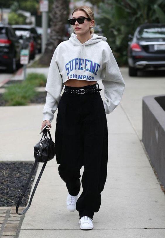 10 Inspirasi Steet Style ala Hailey Baldwin,Bikin OOTD Makin Kece