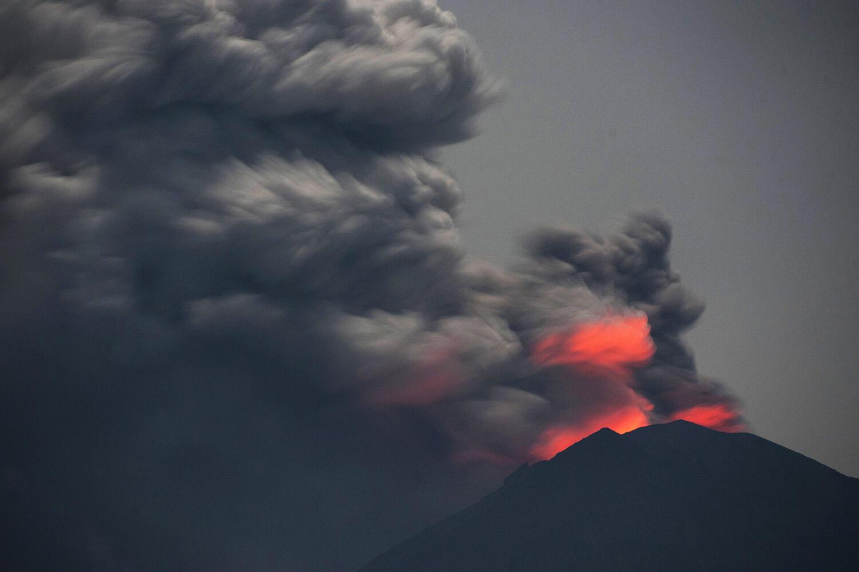 Dinkes: Abu Vulkanis Gunung Agung Belum Ganggu Kesehatan Warga Bali