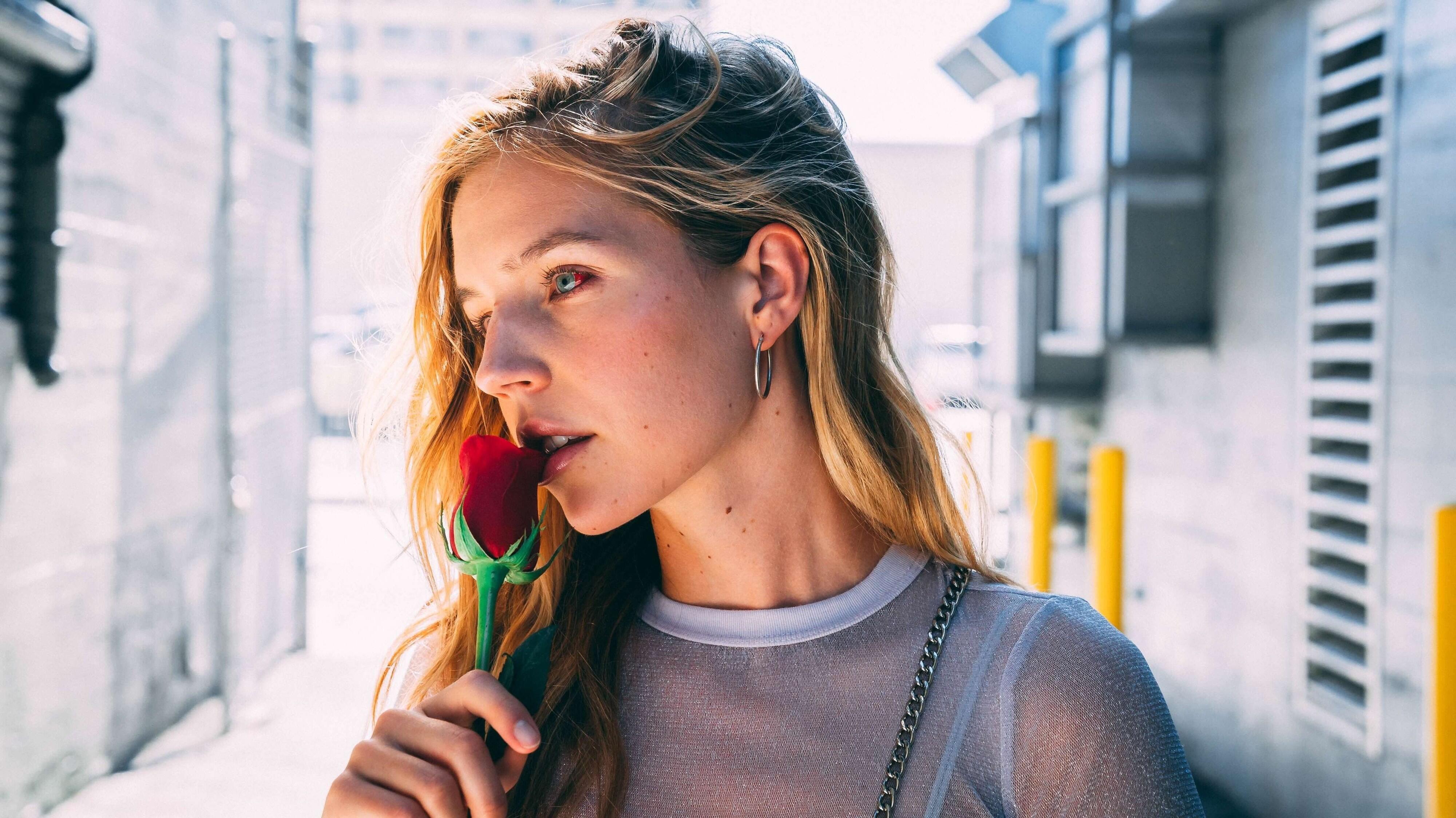 6 Hal yang Kamu Sadari Saat Ditinggal Sahabatmu Menikah