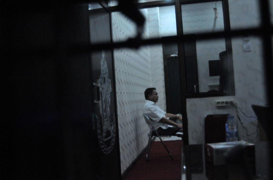 FOTO: Penampakan Gubernur Aceh Irwandi Yusuf saat Diperiksa KPK