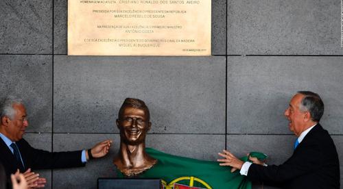 Kisah Pemahat Patung Christiano Ronaldo yang Menjadi Tertawaan Semua Orang